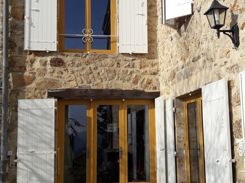 Fenêtre et volets blanc | Sonnier, Menuiserie, Panneaux, Bois | Isère (38), Drôme (26), Ardèche (07)