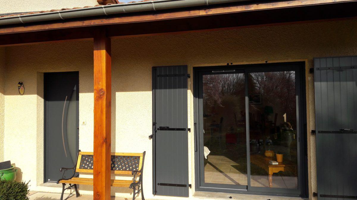 Fenêtres look noir | Sonnier, Menuiserie, Panneaux, Bois | Isère (38), Drôme (26), Ardèche (07)