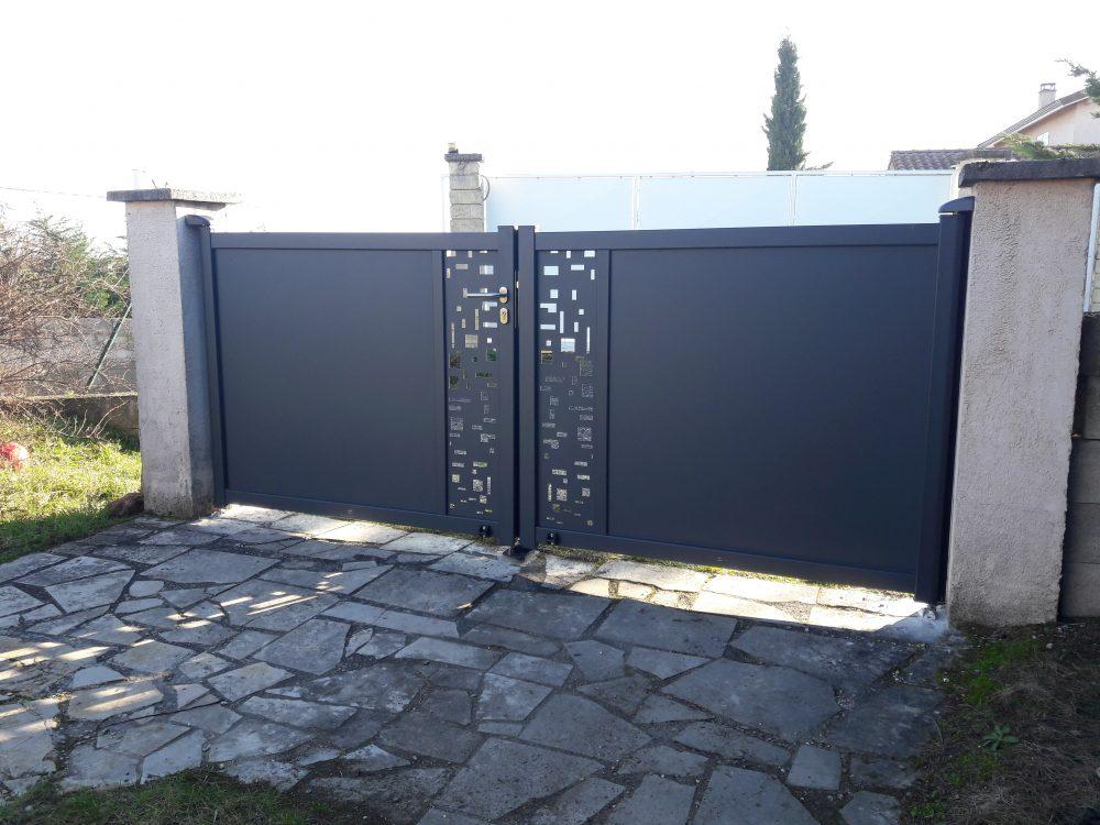 Portail mosaïques noir | Sonnier, Menuiserie, Panneaux, Bois | Isère (38), Drôme (26), Ardèche (07)