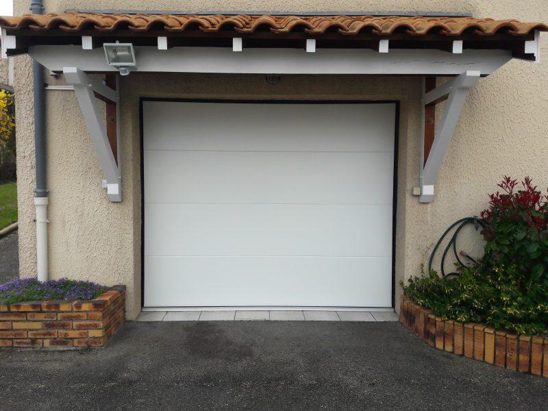 Porte de garage sectionnelle blanche | Sonnier, Menuiserie, Panneaux, Bois | Isère (38), Drôme (26), Ardèche (07)